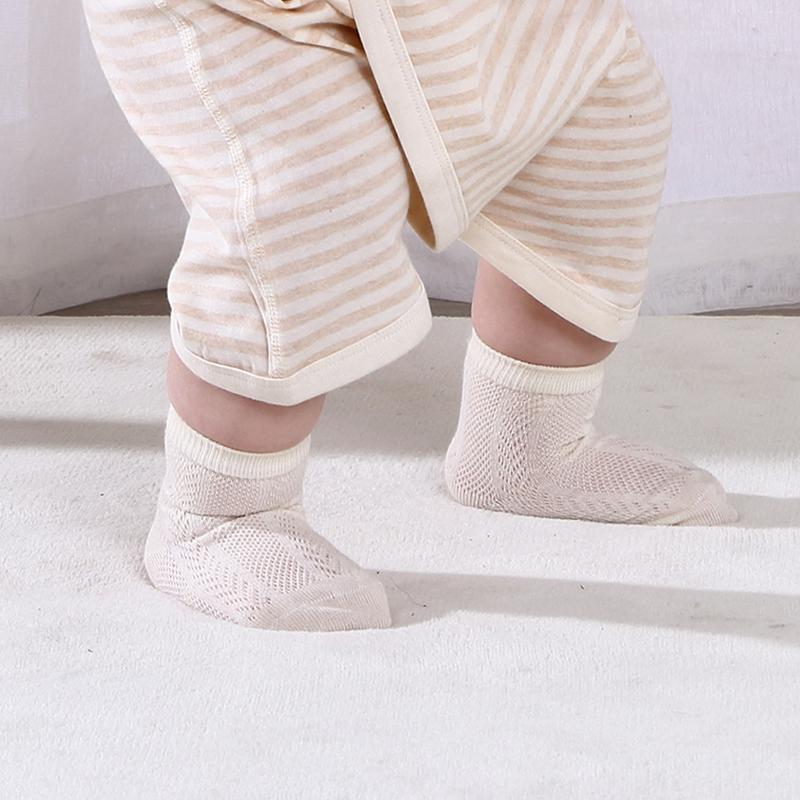 do newborns need to wear socks