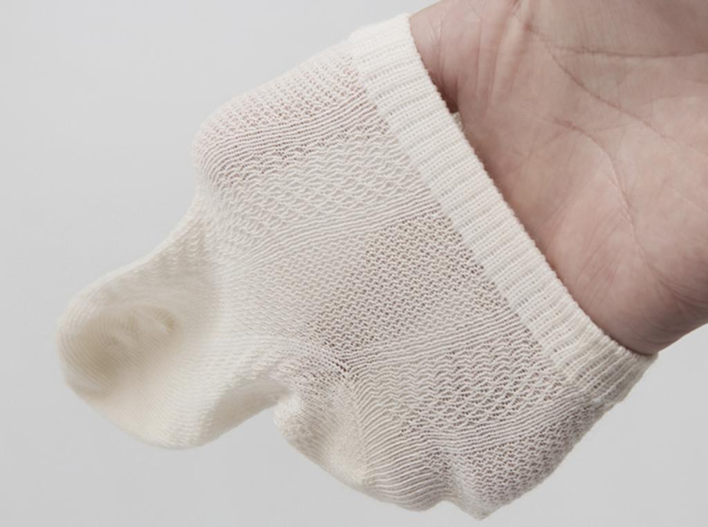do newborns need to wear socks?